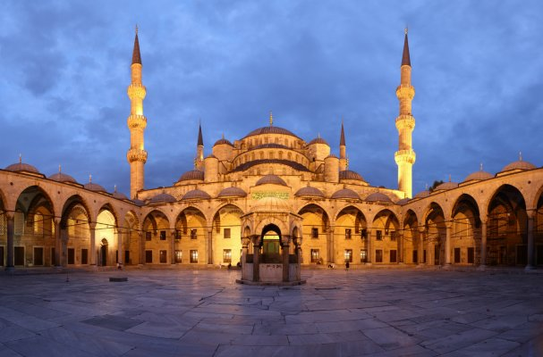 blue_mosque_courtyard_web